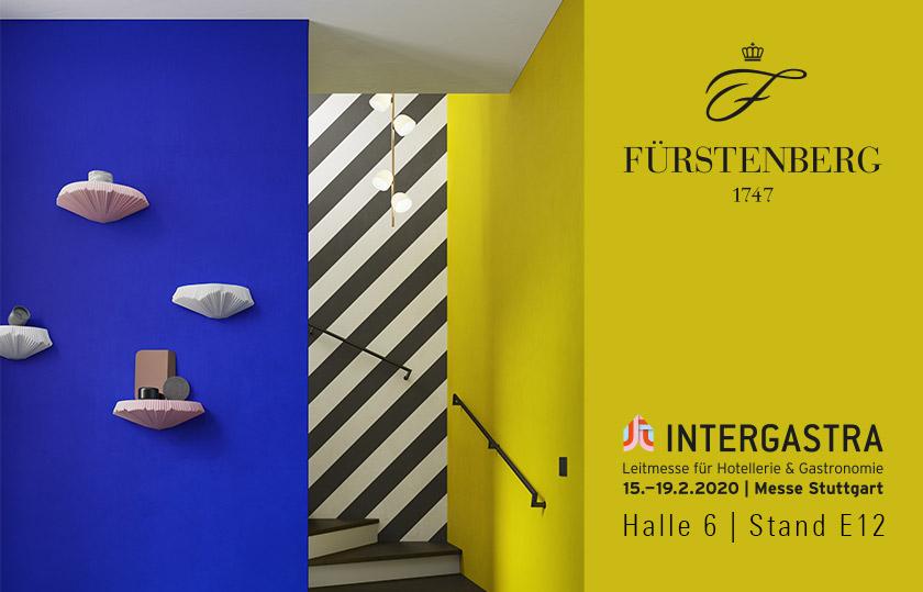 Blaue Wand mit Wandboards und Hinweis auf die Messe Intergastra