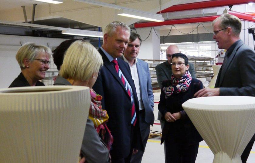 Minister Thümler zu Besuch in der Produktion bei Fürstenberg
